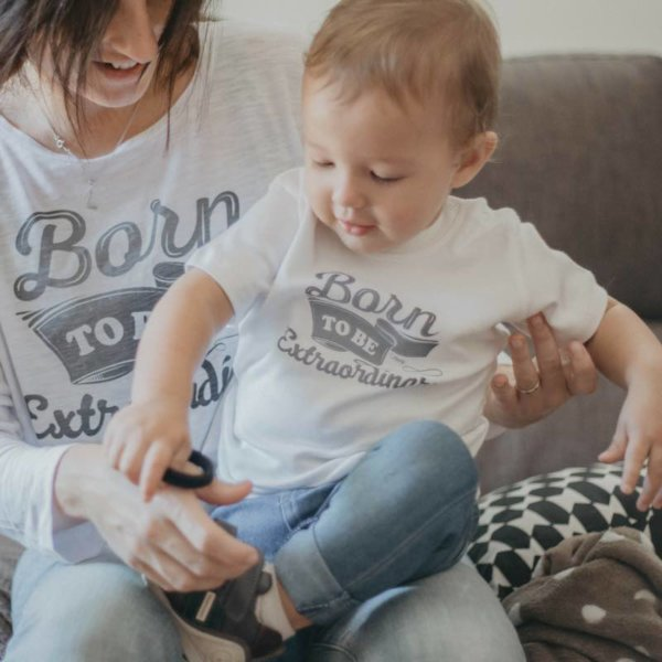 Camiseta Blanca Bebe Solidaria Born to Be Extraordinary