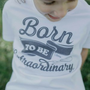 Camiseta Blanca niño con Mensaje Born to Be Extraordinary