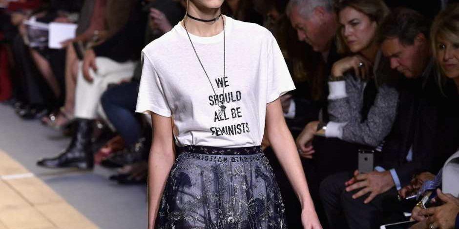 Foto de Mujer llevando la Camiseta Feminista We Should all be Feminist Dior